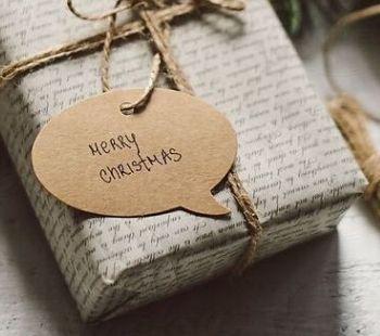 Envuelve los regalos de Navidad de forma sustentable